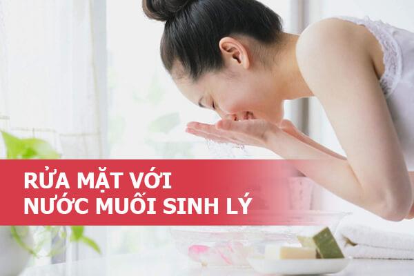 Rửa mặt bằng nước muối sinh lý đúng cách như thế nào, hướng dẫn rửa hàng ngày không bị ngứa