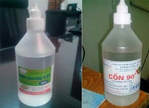 Cồn 90 độ khá nguy hiểm, độc hại nên bạn cần cẩn thận khi sử dụng.