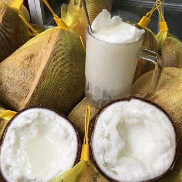 Tại huyện Cầu Kè (Trà Vinh) dừa sáp (có một lớp cơm dày trong ruột xốp, thịt dẻo, vị béo, thơm ngon) là loại đặc sản nơi đây.
