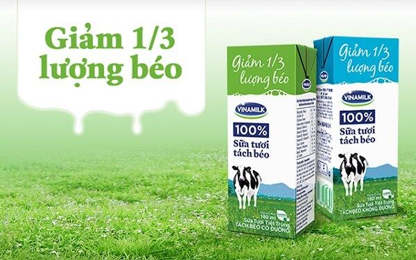 Sữa tươi tách béo/ ít béo là cách loại sữa tươi đã được lấy 1 phần hay toàn bộ chất béo ra khỏi sữa.
