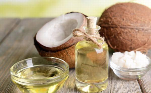 Trong dầu dừa chứa khá nhiều dưỡng chất thiết yếu, tốt cho sức khỏe chúng ta.