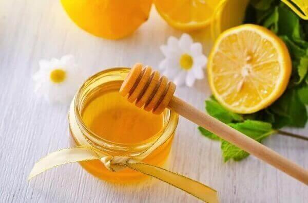 Mật ong không nên dùng chung với gì?