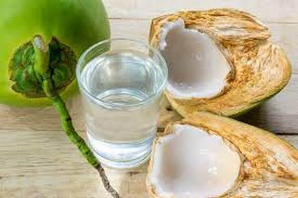 Nước dừa có tác dụng rất tốt cho cơ thể nhưng không phải ai cũng nên uống hàng ngày