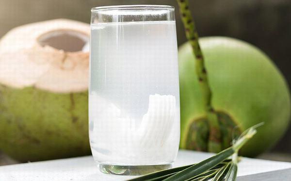 Thời điểm uống nước dừa tốt nhất là vào buổi sáng bạn nhé.