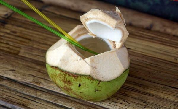 Bạn nên tìm hiểu kỹ cách uống nước dừa để đảm bảo sức khỏe tốt nhất cho bạn